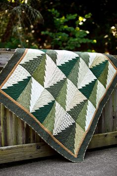 "Fun Winter tree quilt. Se puede hacer con ""Delectable Mountains"" Block Quilt"