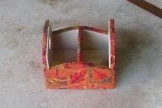 Porta-adoçante em mdf revestido com tecido e acabamento interno em e.v.a. Detalhes em www.nikiatelier.elo7.com.br