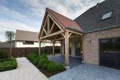 Timber Works exclusieve houtconstructies - Eikenhouten poolhouse met paardenverblijf - Hoog ■ Exclusieve woon- en tuin inspiratie.