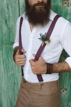 beard + marsala suspenders http://weddingwonderland.it/2016/01/inspiration-poesia-bohemien.html