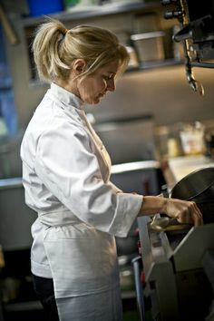 Meet Suzanne Baby, Chef at the Gallery Grill Baby's travelled across Asia and Europe, exploring the diverse cuisines the world has to offer. Now she runs the kitchen at Hart House's Gallery Grill and. Hart House, Toronto Life, Lunch Time, Grilling, Art Museum, Exploring, Art Gallery, Asia, Baby
