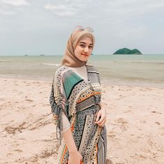 Pin Image by Bunda Hijaber Hijab Fashion Summer, Muslim Fashion, Fashion Outfits, Beach Fashion, Beautiful Hijab Girl, Beautiful Muslim Women, Modest Dresses Casual, Modest Wear, Beach Party Outfits