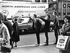 1965 Bob Dylan, Peter Yarrow and John Hammond Jr hailing a cab in NYC by Daniel Kramer Bob Dylan, Mary Travers, Peter Yarrow, Cafe Concert, Highway 61 Revisited, Robbie Robertson, Like A Rolling Stone, New York, Zimmerman
