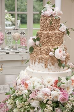 Get Glamor with a Peach and Gold Wedding Theme - Elegant Ca . - Get Glamor with a Peach and Gold Wedding Theme – Elegant Cakes – - Gold Wedding Theme, White Wedding Cakes, Cool Wedding Cakes, Beautiful Wedding Cakes, Wedding Cake Designs, Wedding Cupcakes, Wedding Cake Toppers, Wedding Themes, Dream Wedding