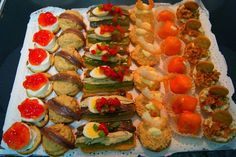 Canapes para Navidad Empanadas, Healthy Cooking, Finger Foods, Sushi, Food And Drink, Appetizers, Menu, Thanksgiving, Snacks