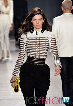 Bright additions: Kendall clutched a yellow handbag that gave her monochrome outfit a colourful boost Bar Outfits, Night Outfits, Vegas Outfits, Club Outfits, Fashion Models, High Fashion, Fashion Outfits, Woman Outfits, Fashion Bags