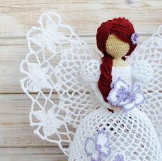 Angel crochet con cabello rojo y mariposa