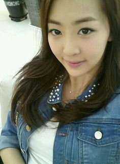 SISTAR's Dasom celebrates the arrival of spring