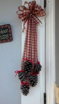 26 DIY Christmas Pine Cone Crafts To Add Extra Charm To Holidays – Crochetforn. - Diy & Crafts - 26 DIY Christmas Pine Cone Crafts To Add Extra Charm To Holidays – Crochetfornov… – christmas - Christmas Pine Cones, Diy Christmas Ornaments, Rustic Christmas, Simple Christmas, Christmas Wreaths, Christmas Christmas, Christmas Ideas, Pinecone Christmas Crafts, Christmas Decorations Pinecones