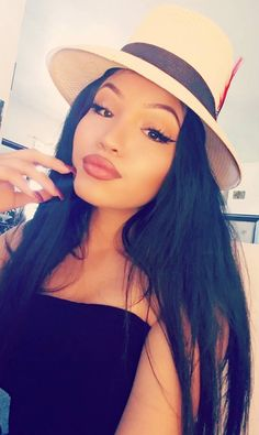 Beautiful Latina, Beautiful Women, Estilo Cholo, Chola Girl, Cholo Style, Brown Pride, Gangsta Girl, Latin Women, Girl With Hat