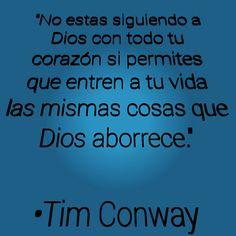 """""""No estás siguiendo a Dios con todo tu corazón si permites que entren a tu vida las mismas cosas que Dios aborrece.""""  •Tim Conway #SéLuz #SéSal #DiosEsSanto #SoloCristoSalva"""