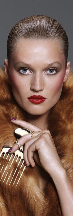 """Toni Garrn ✦ Essence of Beauty ~ That  """" Look """" ✦  https://www.pinterest.com/sclarkjordan/essence-of-beauty-~that-look/"""