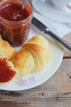 Breakfast Rolls - Fluffige Hörnchen & Pflaumen-Vanille-Marmelade | Das…