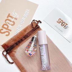 "Lipgloss Vendor on Instagram: ""Confetti Bulb lipgloss and Holo-Love . Glossy, vegan and cruelty free . Shop link in bio 👆🏾"" Lip Mask, Lip Makeup, Voss Bottle, Cruelty Free, Lip Gloss, Confetti, The Balm, Goodies, Skincare"