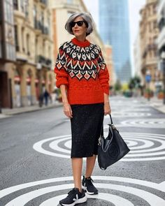 Printed jumper, skirt and sneakers | Photo shared by Carmen | For more style inspiration visit 40plusstyle.com