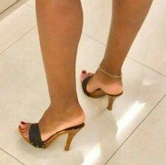 Beautiful Toes, Gorgeous Heels, Cute Heels, Feet Soles, Women's Feet, Sexy High Heels, High Heels Stilettos, Wooden Sandals, Sexy Sandals