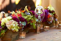 florals on the farm table www.happilywedding.com