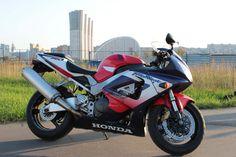 Honda 929 RR Fireblade Honda Fireblade, Nuclear War, Honda Motorcycles, Moto Guzzi, Cbr, Sport Bikes, Custom Bikes, Cool Bikes, Motorbikes