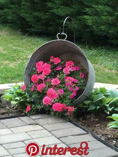 Simple Backyard Landscaping Ideas on A Budget 2019 einfache Gartengesta., 70 Simple Backyard Landscaping Ideas on A Budget 2019 einfache Gartengesta., 70 Simple Backyard Landscaping Ideas on A Budget 2019 einfache Gartengesta. Garden Yard Ideas, Lawn And Garden, Garden Projects, Garden Art, Garden Junk, Gnome Garden, Small Flower Garden Ideas On A Budget, Ideas For Flower Beds, Garden Ideas For Front Of House