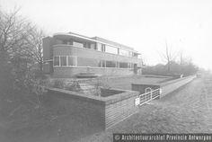 Eduard Van Steenbergen, dubbelwoning Zilverbron, Lyssens en Peeters, Baillet-Latourlei in Brasschaat (1932).  photo credit: Architectuurarchief Provincie Antwerpen, found on the website: http://www.debalansvanbraem.be