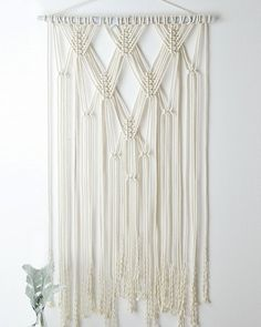 Wall Hanging Craft Ideas Yarns Ideas For 2019 Macrame Design, Macrame Art, Macrame Projects, Yarn Projects, Rideaux Design, Macrame Curtain, Macrame Patterns, Bunting, Crochet