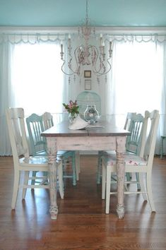 Shabby Chic dining room in blue and white #shabbychickitchencurtains