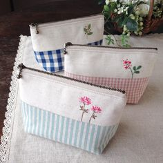 Embroidery Purse, Embroidery Stitches, Machine Embroidery, Fabric Gifts, Fabric Bags, Sewing Crafts, Sewing Projects, Handmade Purses, Jute Bags