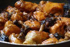 Pollo con ciruelas, pasas y nueces. MERCADO CALABAJÍO                                                                                                                                                                                 Más Meat Recipes, Gourmet Recipes, Healthy Recipes, Chichen Recipe, Pollo Chicken, Minis, Meat Chickens, Yum Yum Chicken, Savoury Dishes