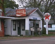 Awesome little Texaco Gas Station This reminds me of one that was near my grandmother's house.