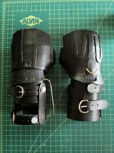 A near-screen-accurate replica costume prop of the gloves worn by Edward Scissorhands, made primarily of wood & foam. Edward Scissorhands Gloves, Edward Scissorhands Halloween, Diy Costumes, Halloween Costumes, Halloween 2020, Tim Burton Beetlejuice, Johnny Depp Movies, Sweeney Todd, Helena Bonham Carter