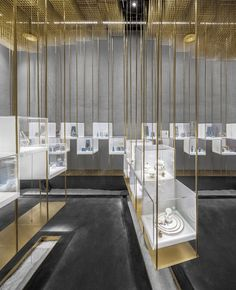 The Designers' Brands Collection Store Under The Golden Cloud - Picture gallery Jewelry Store Displays, Jewellery Shop Design, Jewellery Showroom, Jewelry Stores Near Me, Jewellery Display, Jewelry Shop, India Jewelry, Yoga Jewelry, Cheap Jewelry