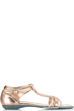 Buy online woman leather flip flops sandal by Pirelli PZero  for € 34,00 on Luxyuu. Available now flip flop sandals round toe leather upper rubber sole buckle closure composition: leather color: pink metallic http://www.luxyuu.com/pirelli-pzero-leather-flip-flops-sandal-P12575.htm
