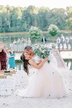 Floral Confetti recessional! #creative #birdehack #weddingday #weddingdress #wedding #weddingvibes