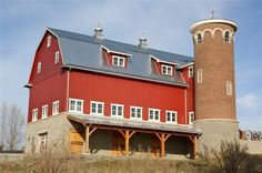 My friends seem mad on sharing images of old houses and buildings at the moment. So I thought I would collect some to share with you. This time old barns. Where I knew the location they are labelle… Farm Barn, Old Farm, American Barn, Barn Pictures, Country Barns, Country Life, Barns Sheds, Dream Barn, Red Barns