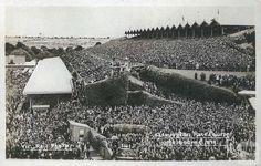 Flemington Race Course, c1910 Tourism Victoria, Melbourne Victoria, Historical Pictures, Old Photos, Louvre, Racing, Australia, History, Historia
