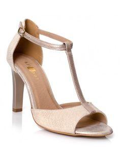 Szukasz świetnie wykonanych w Polsce butów? Jesteśmy bezpośrednim przedstawicielem firmy , gorąco zachęcamy do zakupu obuwia tej marki, bardzo cenionej wśród klientek sklepów. Ręcznie szyte z najlepszych skór i materiałów, przeznaczone dla stóp wrażliwych. Zastosowanie: okazjonalne oraz codzienne. Oryginalny wygląd w klasycznej stylizacji to specjalność tej marki. Peep Toe, Heels, Fashion, Over Knee Socks, Heel, Moda, Fashion Styles, High Heel, Fashion Illustrations