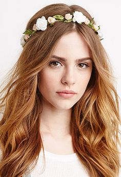 Faveeee model on F21 by far! She makes everything boho looks so gorgeous... Her name's Bridget Satterlee and she reminds me of Emma Watson so much