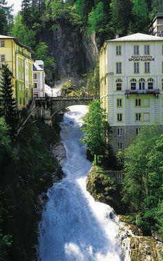 Pelo Mundo... Gastein, no Distrito de Bezirk Sankt Johann em Pongaué, é uma encantadora cidade spa no Parque Nacional Hohe Tauern, a 80 minutos de Salzburgo