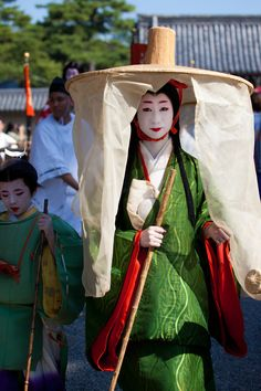 I know, I know- it's a medieval Japanese court lady traveling costume, where the uwagi etc. are tied up in a sort of ancient ohashouri.  But I love it because it looks like a Christmas tree.  *dodges serious historical reenactors' arrows* // Jidai Matsuri (2012)