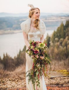 20s-inspired bride with a cascading bouquet