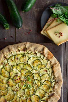 Découvrez la recette de la Tarte rustique aux courgettes et raclette...