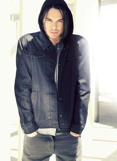 Tyler Blackburn <3 love him