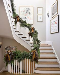 Christmas Staircase decoration ideas are here. From staircase to railings to below the staircase to Christmas Entryway decor ideas are here. Christmas Staircase Decor, Christmas Entryway, Beautiful Christmas Decorations, Staircase Decoration, Diy Decoration, Southern Christmas, Rustic Christmas, Christmas Home, Christmas Crafts