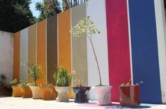 """Artista curitibano Bruno Costa abre as portas da sua casa para exposição coletiva. No dia 28 de setembro, das 14 às 20 horas, a residência no bairro Santo Inácio recebe obras de arte de diversas autorias. Entrada é gratuita. Além do anfitrião, outros dez artistas participam da exposição:C. L. Salvaro, Dach, Daniel Duda, Fabiane Queiroz,...<br /><a class=""""more-link"""" href=""""https://catracalivre.com.br/curitiba/agenda/gratis/casa-de-artista-vira-galeria-coletiva-por-um-dia/"""">Continue lendo…"""