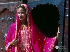 Omani female attire