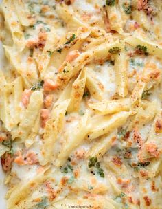 Pasta baked with smoked salmon and mozzarella - Przepisy - Makaron Sandwich Bread Recipes, Bread Salad, Healthy Snacks, Healthy Recipes, Pasta Bake, Smoked Salmon, Food Design, Italian Recipes, Entrees
