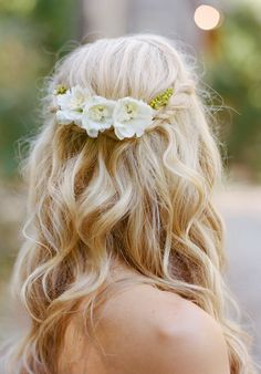 20 Fresh Floral Bridal Hair Ideas