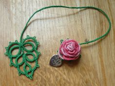 3D tatted rose bookmark with leaf - no pattern but would love to try this. (can use a diff flower. leaf should be fairly simple.)