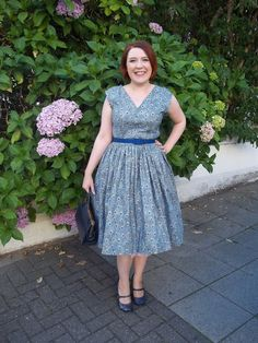 Ms. Peacock dress - Vintage Vogue V8789, made with peacock print cotton lawn on the fabulous Roisin!
