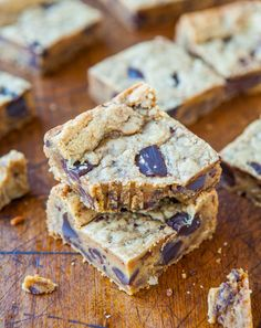 Peanut Butter Chocolate Chunk Cookie Bars - So fast & easy. Chewy edges, squishy soft interiors & loaded with dark chocolate chunks! averiecooks.com